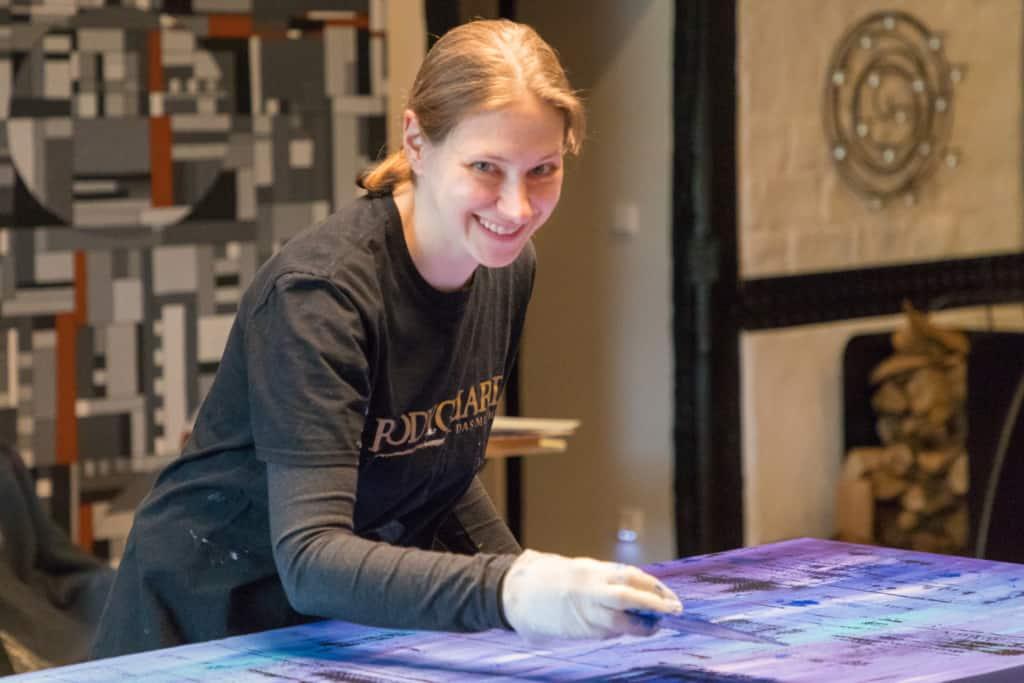 Gerit Grube, freischaffende Künstlerin in ihrem Atelier in Sahrendorf